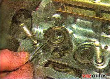 Лада Калина - Особенности устройства и ремонта модификаций автомобиля LADA KALINA - Маслосъемные колпачки двигателя 1,6i - замен