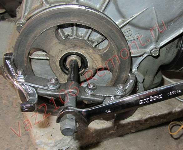 как снять шкив с коленвала ВАЗ 2106