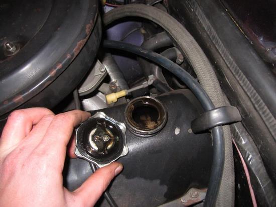 замена моторного масла в ВАЗ 2106