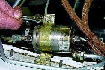 Замена топливного фильтра 21214