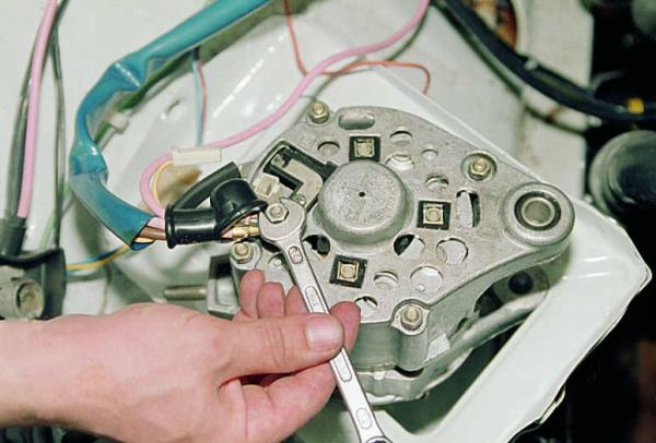 схема подключения генератора 2106