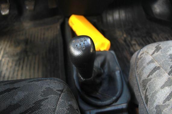 Что делать, если болтается рычаг КПП на ВАЗ 2109 и 2110? Все поправимо