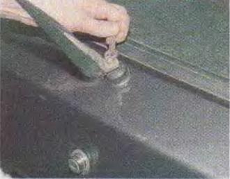 Zamena-motor-reduktora-ochistitelja-stekla-dveri-zadka 02