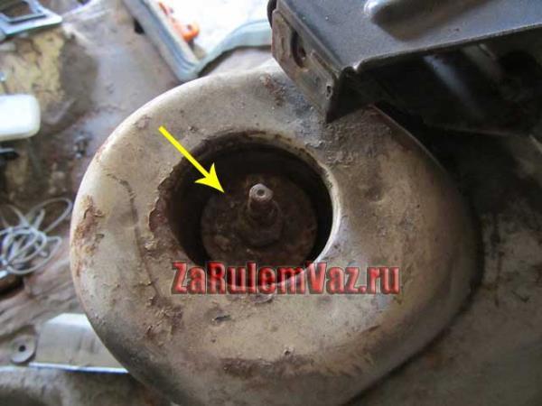 шток стойки ВАЗ 2114 как открутить гайку