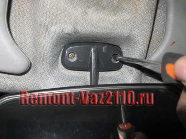 открутить зеркало салона на ВАЗ 2110