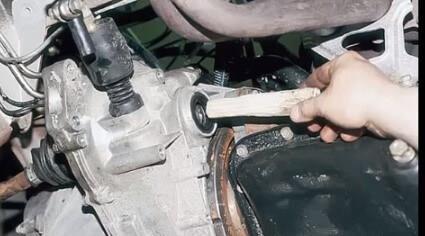 Снятие двигателя на переднеприводном ВАЗ своими руками