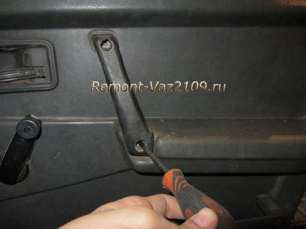 болты ручки двери на ВАЗ 2109-2108