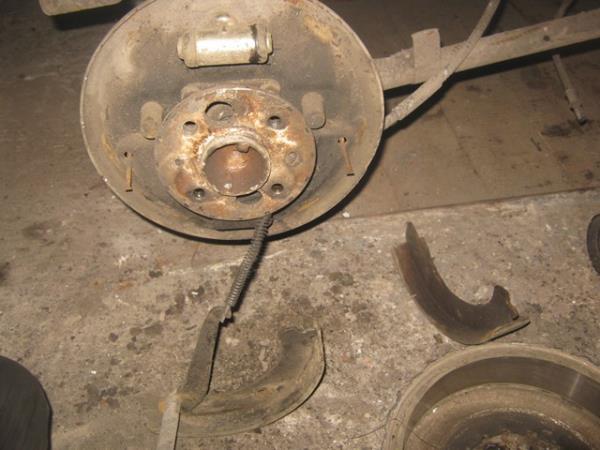 как поменять задние колодки на ВАЗ 2101-2107