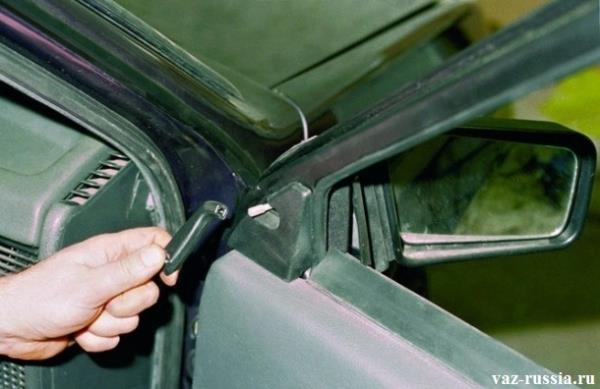Снятие ручки регулировки бокового зеркала