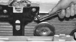 snjatie-zamena-ustanovka-radiatora-sistemy-okhlazhdenija-lada-priora 16