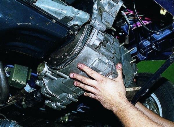 Демонтаж коробки передач ВАЗ 2109