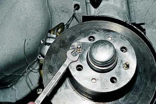 Передние направляющие шпильки ВАЗ 2107