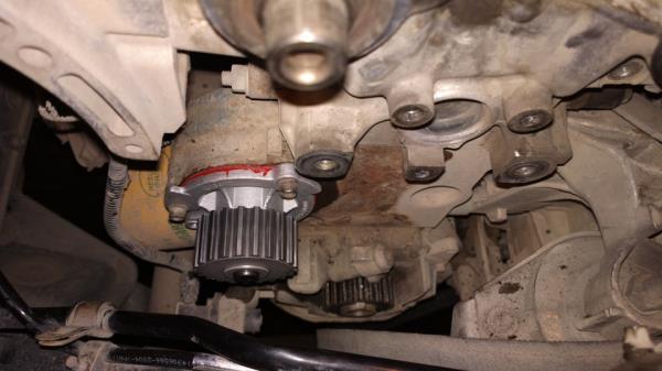 Помпа на двигателе
