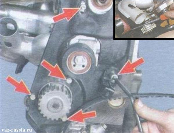Выкручивание болтов и гайки крепления задней крышки и вынимание водяного насоса из двигателя автомобиля