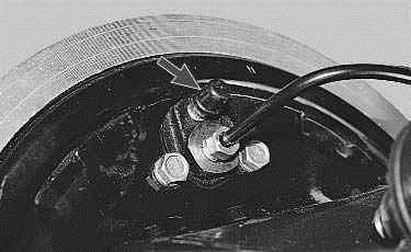 Операции проводимые при замене рабочего цилиндра заднего тормозного механизма на автомобиле ВАЗ 2170 2171 2172 Лада Приора (Lada Priora)