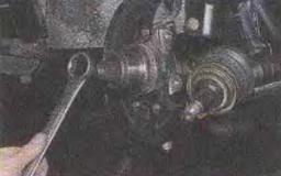 Zamena-stupichnykh-podshipnikov-perednikh-koles 24