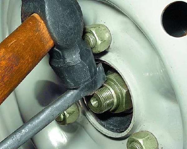 11.3.1. Снятие и установка приводов передних колес