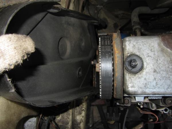 снятие бокового кожуха двигателя на ВАЗ 2110-2111