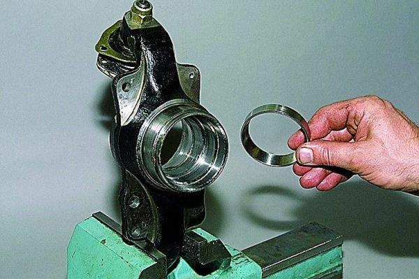 Manual.CountryAuto.ru :: ВАЗ :: 2121 :: Замена подшипников ступицы