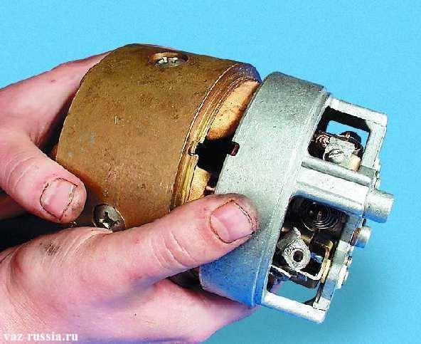 Отсоединение самого статора от его крышки в которой находиться обмотка от статора