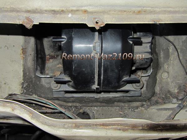где находится вентилятор печки на ВАЗ 2109-2108