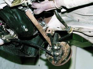 Лада Приора: рычаг передней подвески