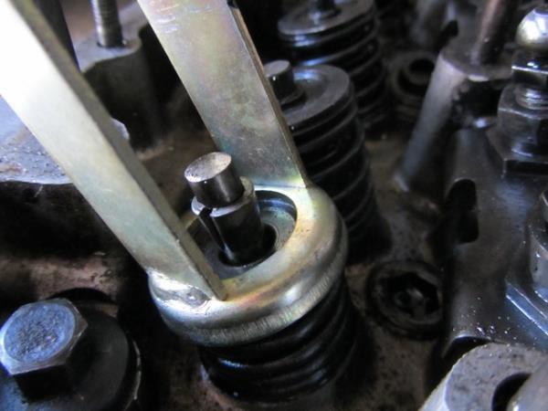 как рассухарить клапан на ВАЗ 2101-2106