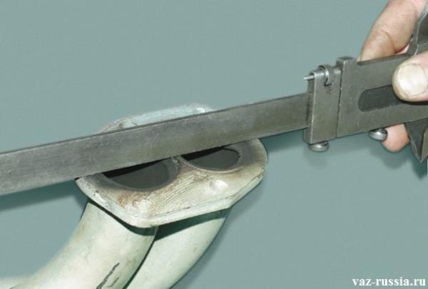Проверка при-валочной поверхности трубы на ровность, с помощью штангенциркуля