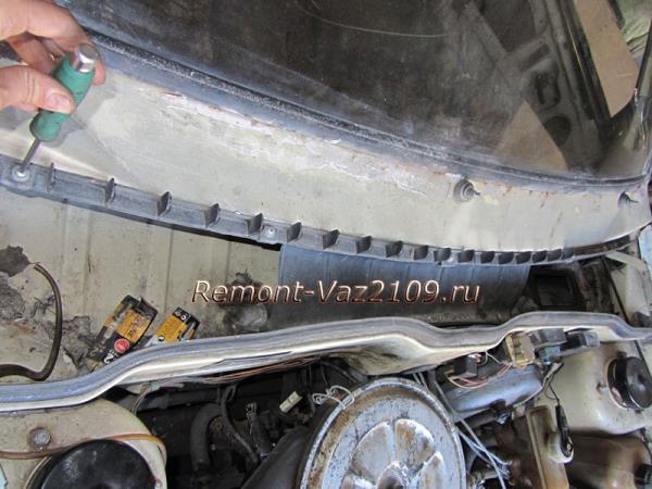 снятие накладки под капотом на ВАЗ 2109-2108