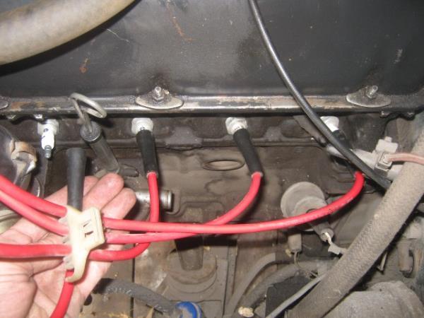 снятие высоковольтных проводов со свечей зажигания на ВАЗ 2107
