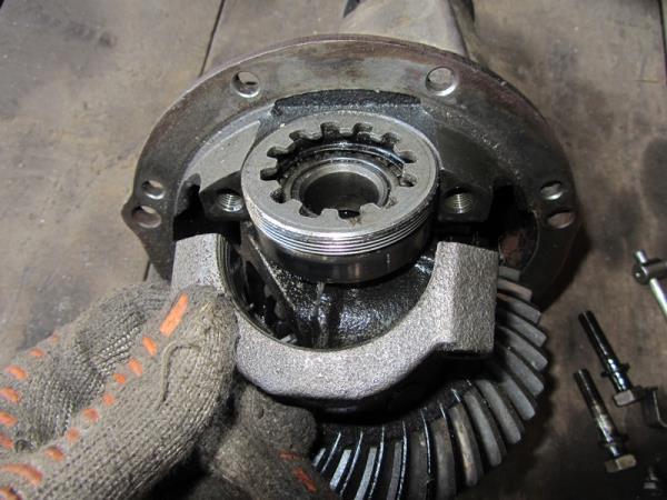 снятие крышки подшипника редуктора на ВАЗ 2101-2107