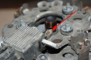 Фото сломанного реле-регулятора генератора авто, ffclub.ru