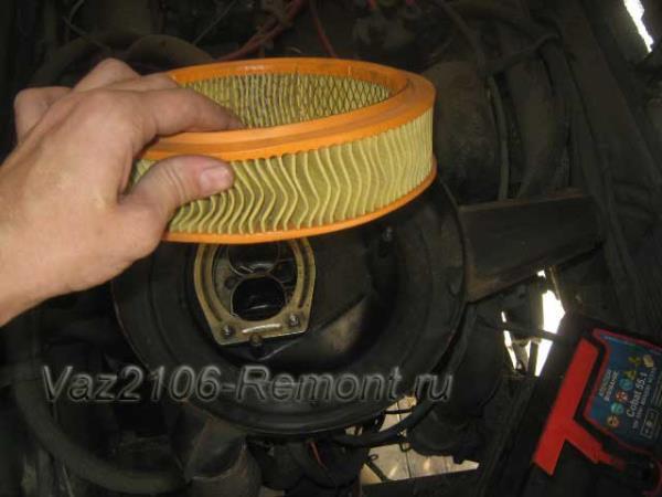замена воздушного фильтра автомобиля ВАЗ 2106 Жигули