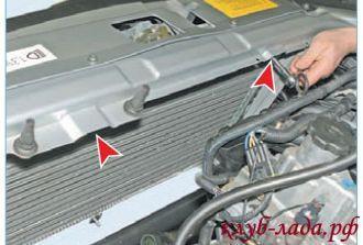 Отвернуть две гайки крепления радиатора приоры