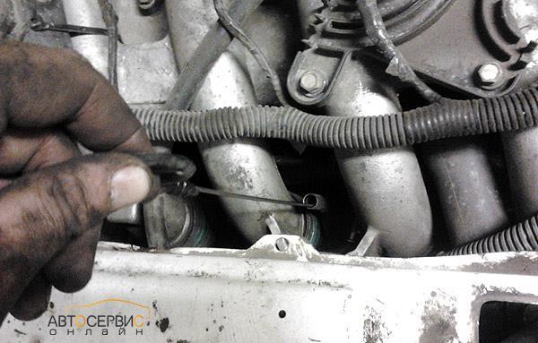 Контроль при заливке масла в двигатель 2112 | Лада Приора (ВАЗ 2170)
