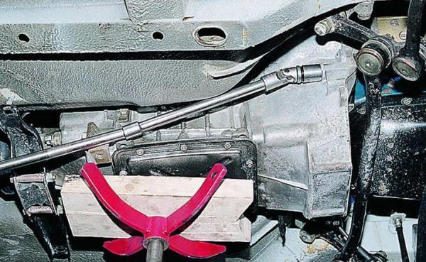 Крепежные элементы картера сцепления Ваз-2105