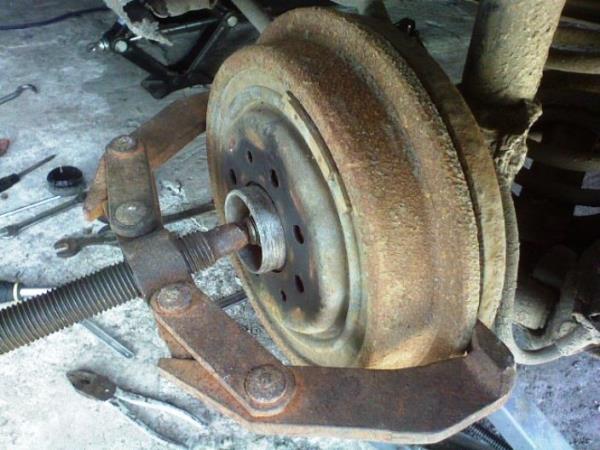 съемник для замены тормозных дисков