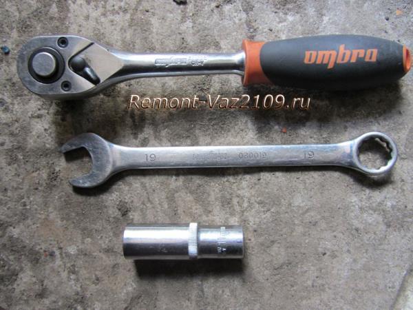 инструмент для замены ремня генератора на ВАЗ 2109-2108