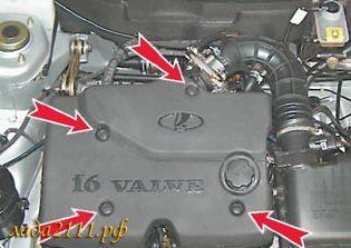 Снять пластиковую накладку двигателя