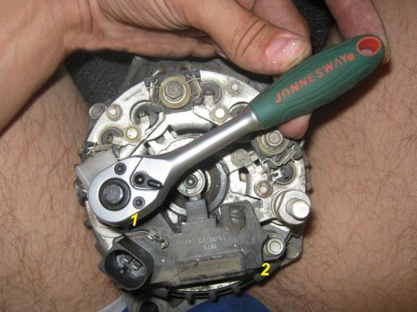 крепление щеток генератора ВАЗ 2110, 2114, 2115