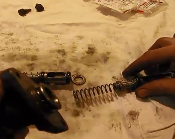 Пружины на поршни. Ремонт главного тормозного цилиндра ВАЗ - видео, инструкция