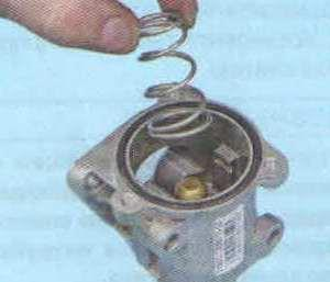Снятие и проверка термостата Лада Гранта