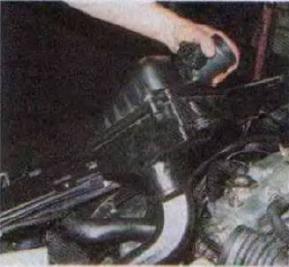 Zamena-radiatora-sistemy-okhlazhdenija-dvigatelja 09