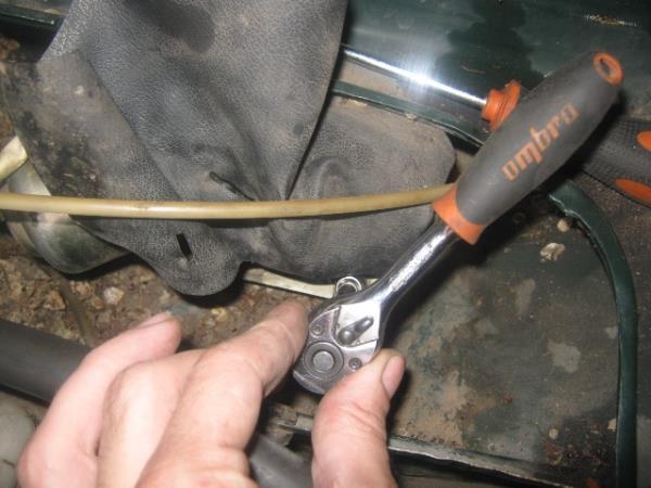 как открутить моторчик дворников на ВАЗ 2107