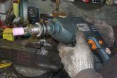 стачиваем степуньку-выработку насадкой на дрель