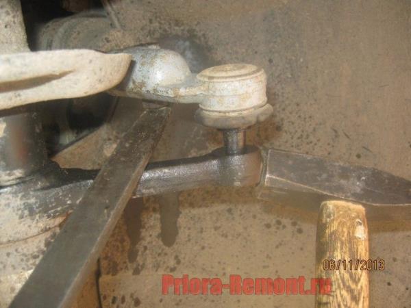 как выбить рулевой наконечник из стойки на Приоре