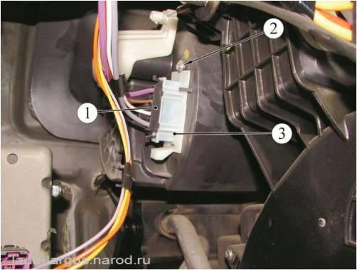 Дополнительный резистор вентилятора отопления Lada Largus