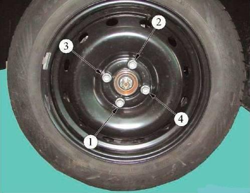 Последовательность затяжки болтов крепления колеса Lada Largus