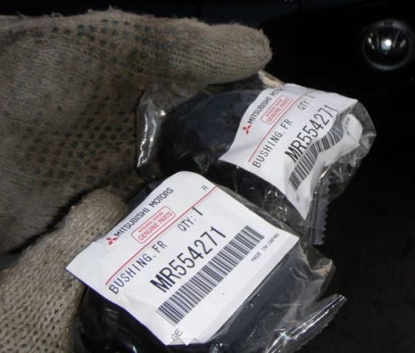 Комплект новых втулок стабилизатора Mitsubishi Pajero 4