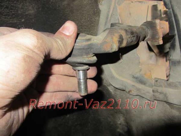 извлечение рулевого наконечника из стойки на Ладе Приоре